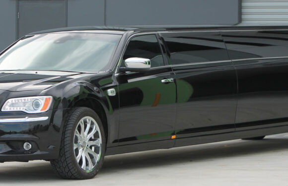 LIMOUSINE CHRYSLER (14 SEATER) – (AVAILABLE ON REQUEST)